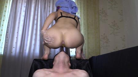 Princess Mia and toilet slave - Mia The Most Beautiful Girl In Our Studio [Domination Scat / 1.47 GB] FullHD 1080p (Femdom Scat, Shitting)
