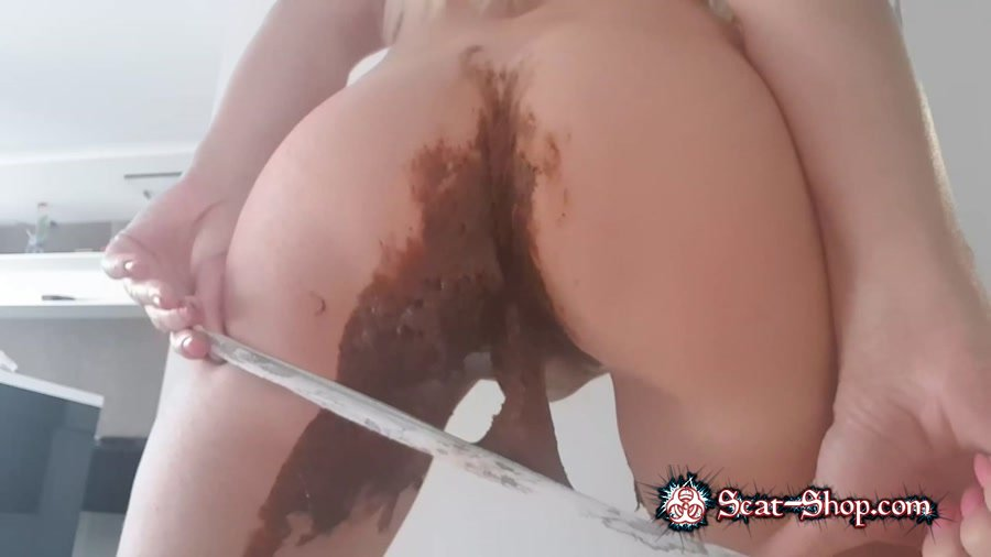 Love to Shit Girls - Huge Poop In Jeans [Jean Pooping / 1.04 GB] FullHD 1080p (Panties, Smearing)