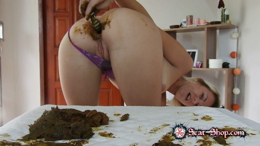 MissAnja - Shitty, Dirty Butt Plug Fun In Gstring Farting [Solo Scat / 1.06 GB] FullHD 1080p (Masturbation, Toys)