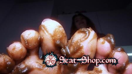 HotDirtyIvone - Clean up my feet [Foot Scat / 460 MB] UltraHD 4K (Fetish, Poop)